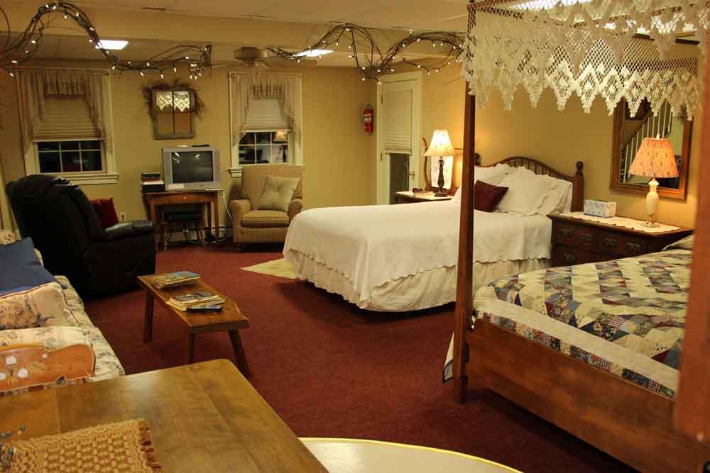 Lancaster Rental Suite - Primrose Room