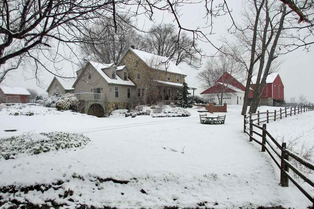 Olde Stone Guesthouse in winter